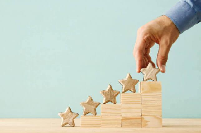 階段に積み重ねた星